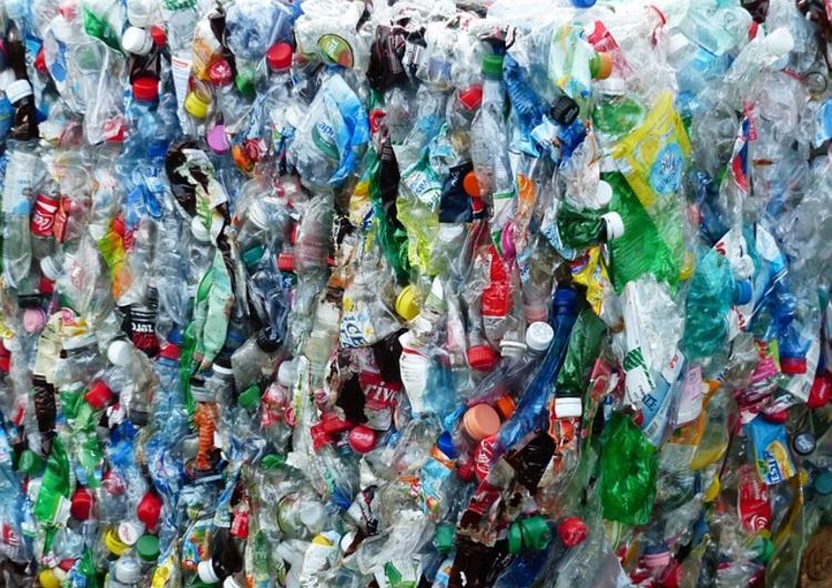 Plastic bottles 115082 640